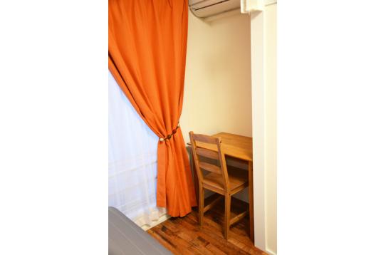 オレンジのカーテンで気分UP☆