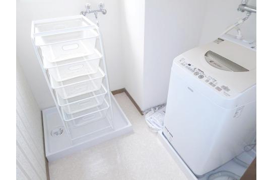 人数分カゴと無料で使える洗濯機。