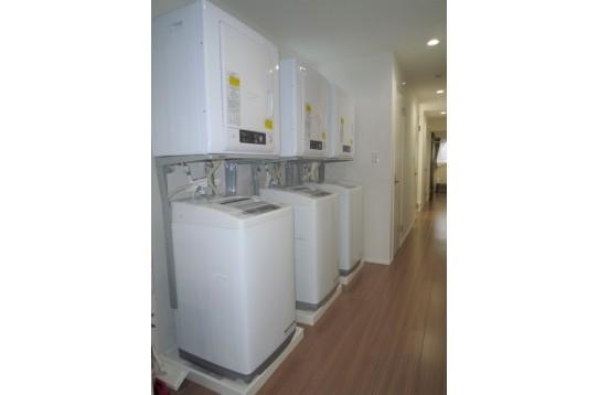 室内に洗濯機と乾燥機完備