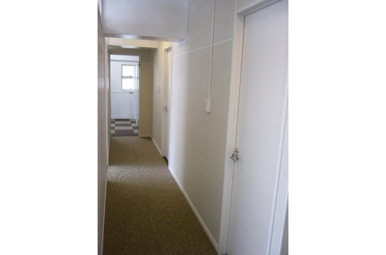 ホワイトを基調とした廊下です!