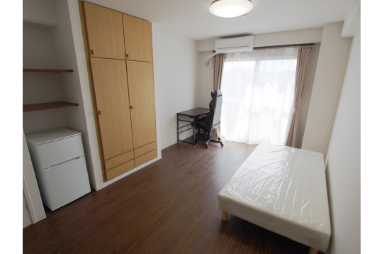 家具付きの301号室