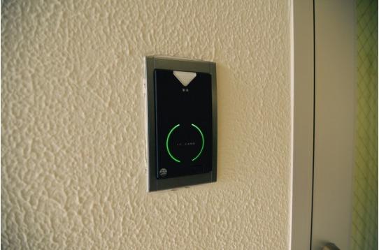 各階オートロックはカードキーを使って入ります。
