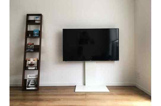 大型テレビと共有書籍