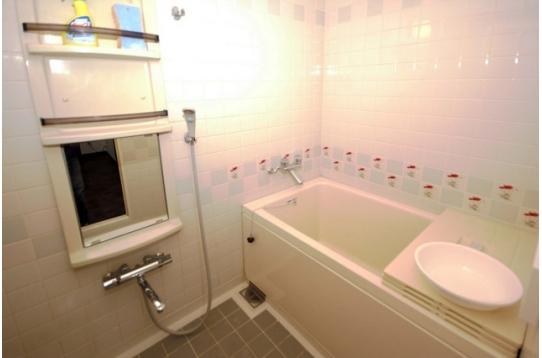 浴室です。湯船があるので、冬もあったか。