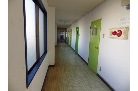 ●原木廊下、窓枠等塗装しました!