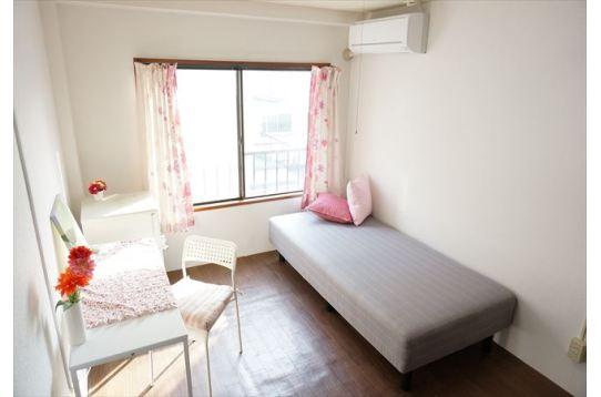 ●部屋によって家具・色合いが異なります。