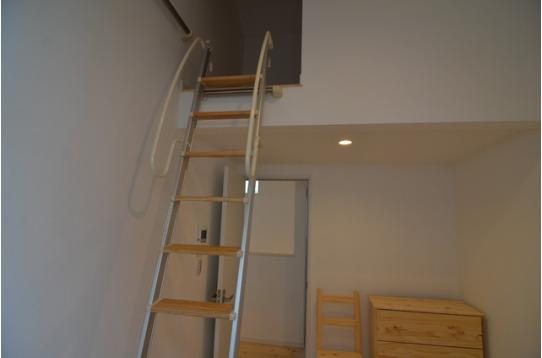 2階のお部屋にはロフトがあります。収納◎