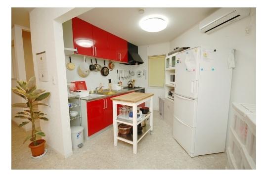 キッチン周りです!冷蔵庫も大きい!