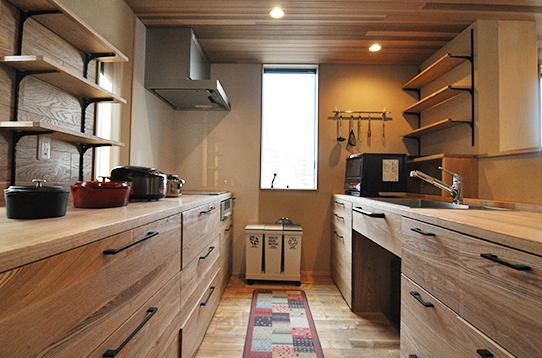 全面木張りのキッチン