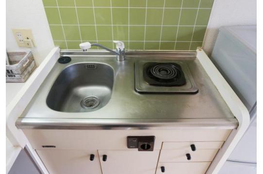 すぐ隣には調理台としても使えるスペースも有り。
