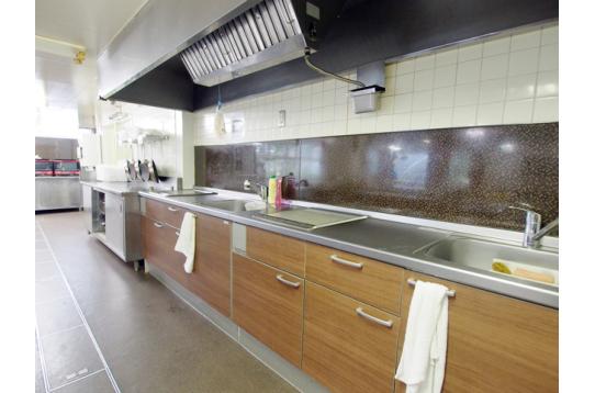ゆったり設計の共用のキッチン台
