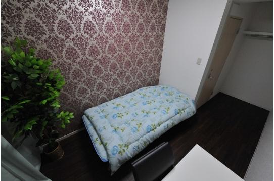 個室F。壁や床など部屋タイプによって異なります。