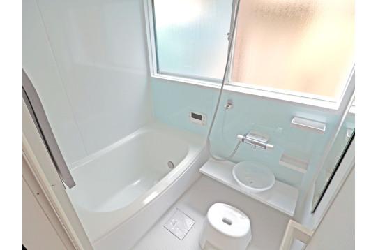 広々としたきれいなバスルーム