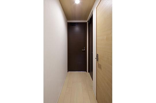 ハウス内は木目基調のあたたかなデザイン