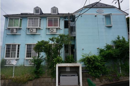 さわやかな色合のハウス外観です