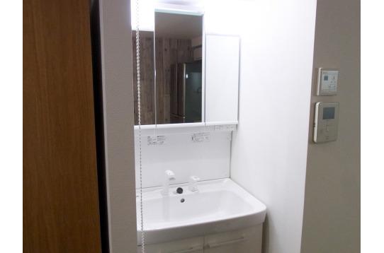大きな鏡の洗面スペース