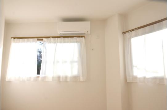 お部屋は全室窓あり!(写真は201号室)
