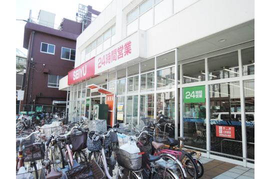 駅向かいのSEIYUは24時間営業です。