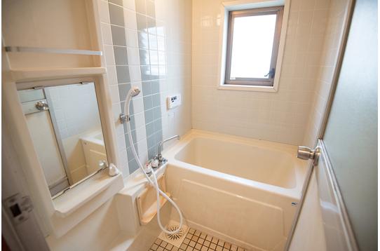 浴槽付きの広々お風呂