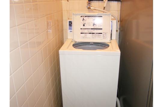 ●200円コイン式洗濯機1基設置