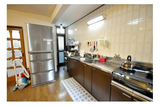 キッチン。冷蔵庫2台あります