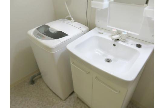 独立洗面台と全自動洗濯機は24時間使い放題♪