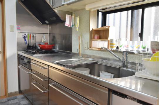 みんなで料理もできる広々キッチン。