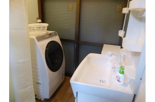 洗面台、ドラム式洗濯乾燥機