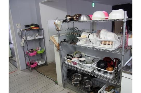 食器・調理用具など完備。