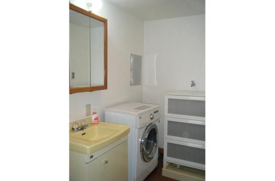 洗面所:一人1段大きな引出を占有できるチェスト
