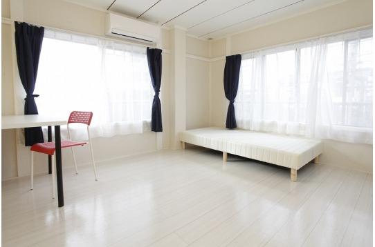 202号室。2F角部屋。8畳