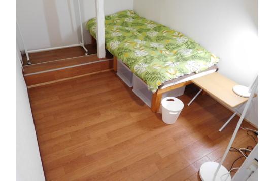 302号室、家賃35000円個室の鍵付き