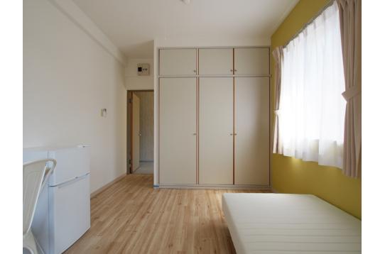 大型クローゼットも全室に導入。