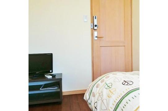 木のぬくもりが伝わるお部屋のドア。