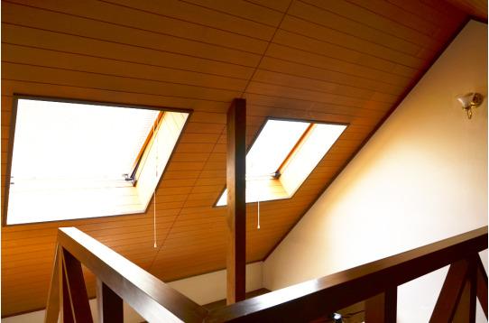 3Fからの様子。天窓から暖かい光が入ります。