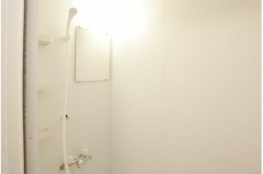 シャワールームは2つございます