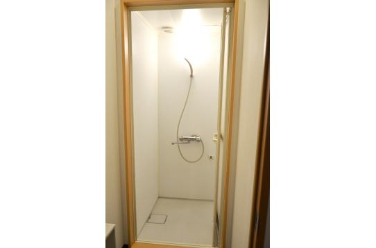 シャワールームは2つ。