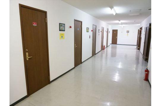幅のある廊下