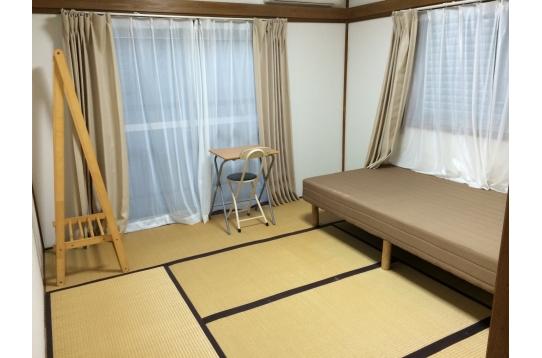 畳の和風のお部屋です。ベット•デスク完備!