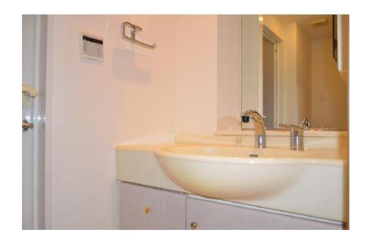 洗面台は鏡も大きく使い勝手抜群