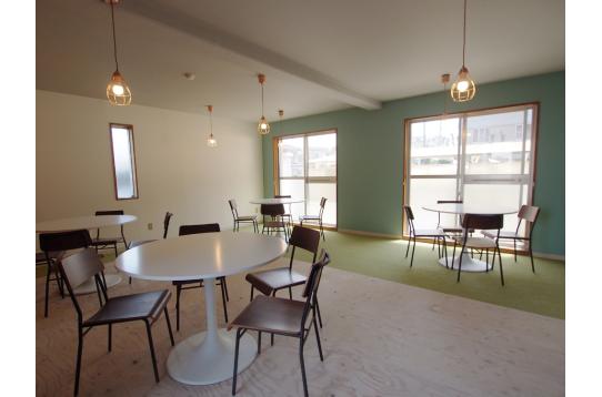 カフェスペースにはコーヒーマシーンも。