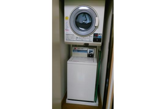 洗濯機1回200円、乾燥機1回30分100円