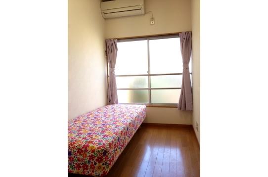 214号室☆ベッドが花柄で可愛くしてみました~^^