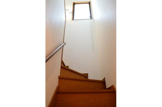 2階へつづく階段〜