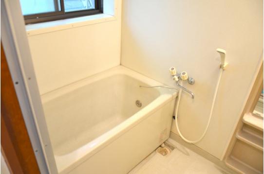浴槽付きのお風呂と別でシャワールームも有り