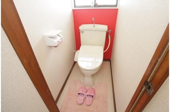 ウォッシュレット付きの綺麗なトイレです