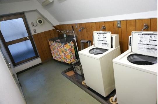 ● コイン洗濯機2台