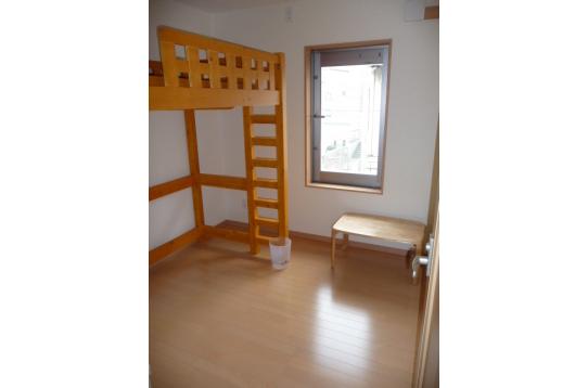 個室、ロフトベット、液晶テレビ、冷蔵庫、エアコン