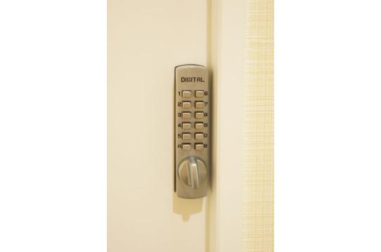 個室はナンバーキーが付いています。