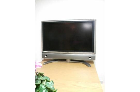 32インチシャープアクオス液晶テレビ。